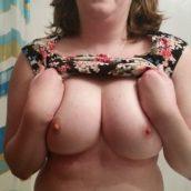 femme moche gros seins