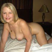 vieille cougar blonde nue