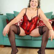 grand-mères en body rouge