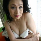 mamie asiatique chaude