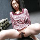 femme mature asiat chatte à l'air