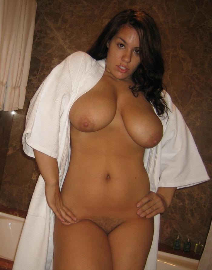 femme nue quelques kilos en trop