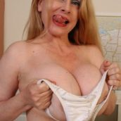 femme de 50 ans gros seins