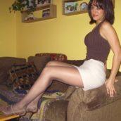 beurette en mini-jupe