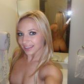 selfie blonde à poil