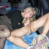 vieille suceuse en voiture