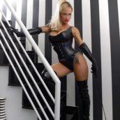 tenue BDSM cuir