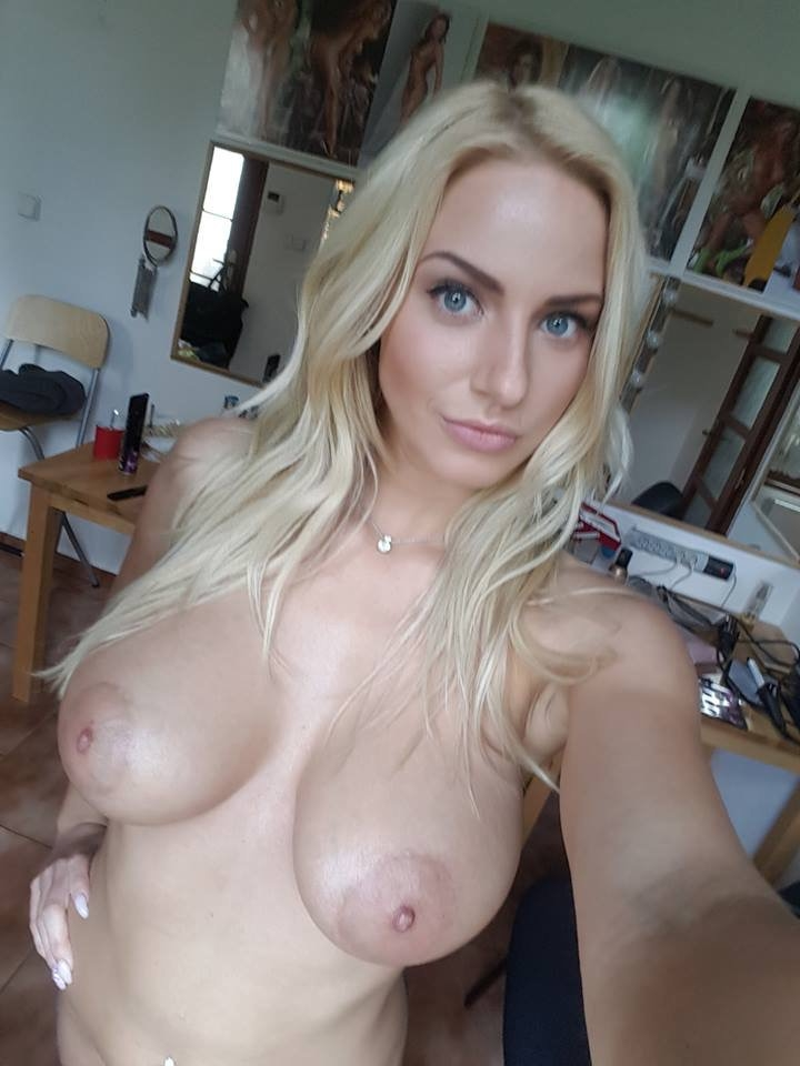 blonde aux gros seins