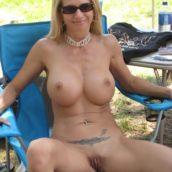 Femme mature naturiste nue
