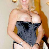 femme de 60 ans habillée comme une pute