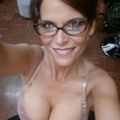 secrétaire à lunettes salope