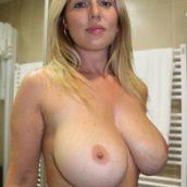 les gros seins d'une mère de famille
