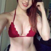 rousse en bikini sexy